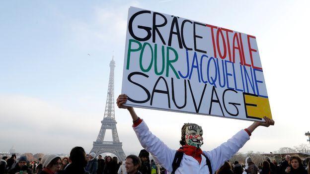Jacqueline Sauvage, une Française qui avait tué son mari violent, graciée - rts.ch - Monde