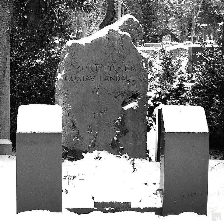 https://flic.kr/p/Df4Bkp | Grabmal Kurt Eisner und Gustav Landauer | Neuer Israelitischer Friedhof München Gemeinschaftsgrab der ermordeten Sozialisten Kurt Eisner und Gustav Landauer.