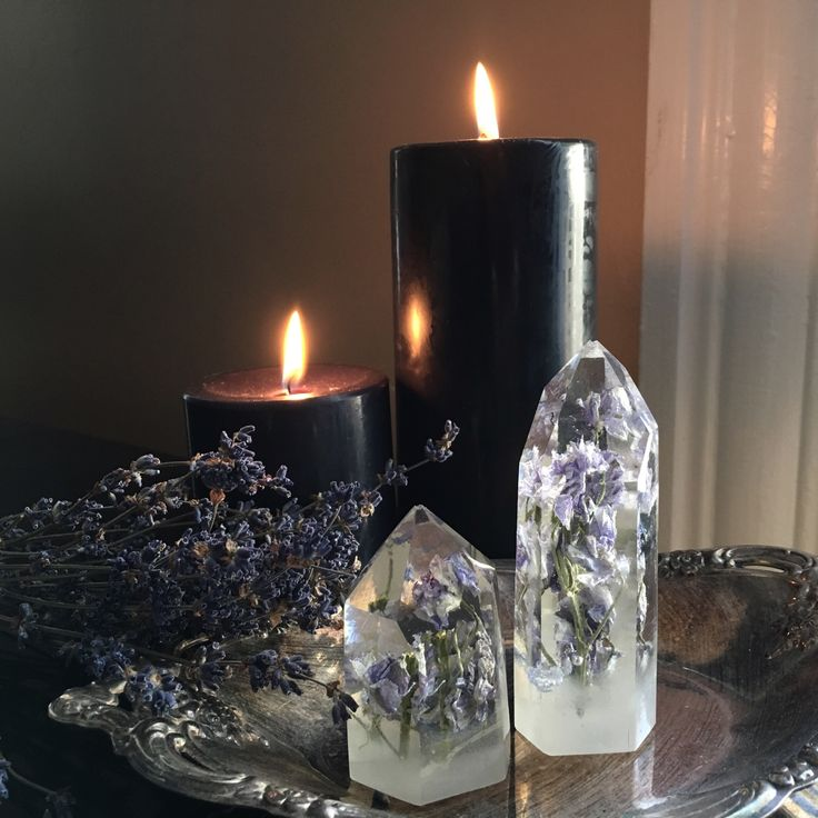 Beautiful simple and elegant altars! Those resin crystal flowers are just perfect <3 -  Pinned by The Mystic's Emporium on Etsy