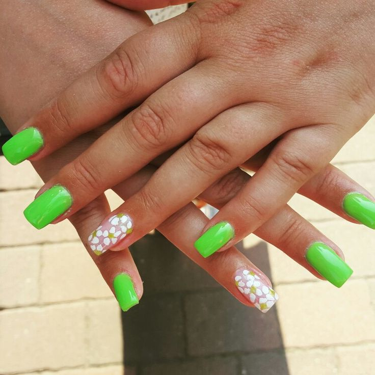 #green #white #whiteflowers #square #summernails #nails #gelnails