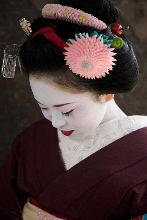 Maiko. Japan. Photography by Lisa Wisniewski