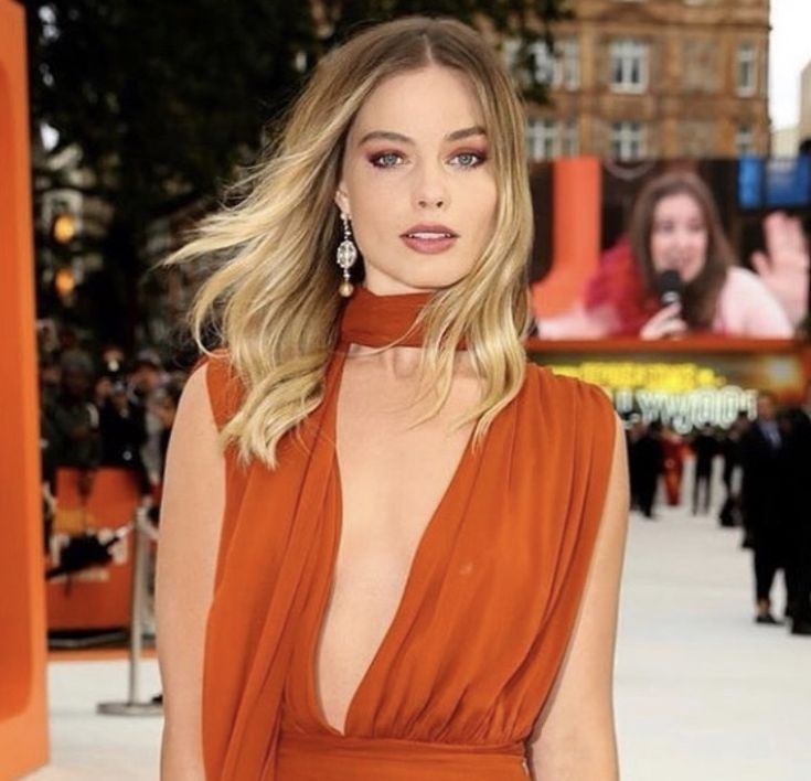 Pin By Emily Lee On Scarlett: Pin By Emily On Margot Robbie