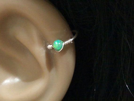 HELIX EARRING tiny opaal helix earring sterling zilver/goud gevuld helix earring  het kraakbeen hoop earring toegestuurd met een doos van de gift via aangetekend schrijven alleen, groot als een geschenk van Trakteer uzelf.  diameter. 4 mm.5 mm, 6 mm, 7 mm 8 mm 9 mm 10 mm 11 mm  Hoe kies ik de juiste maat?  u wilt de hoepel earring te strak omhoog de neus gaan with.4 mm als u wilt dat het los gaan met 6 mm vindt u op de afbeelding.  Als u vragen hebt of u verschillende grootte voel je vrij…