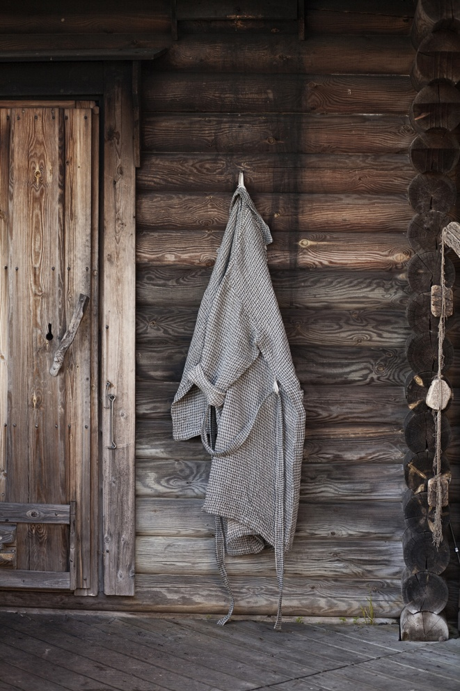 Wonderful bathrobe in 100% washed linen    Design: Anu Leinonen, Lapuan Kankurit Oy  Material: 100% Linen