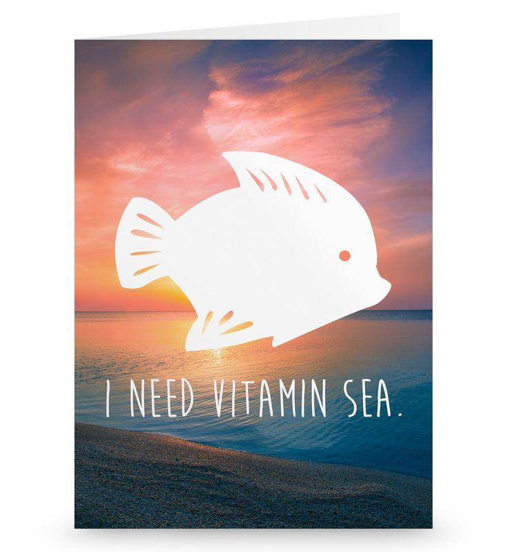 Grußkarte Fisch aus Karton 300 Gramm  weiß - Das Original von Mr. & Mrs. Panda.  Die wunderschöne Grußkarte von Mr. & Mrs. Panda im Format Din Hochkant ist auf einem sehr hochwertigem Karton gedruckt. Der leichte Glanz der Klappkarte macht das Produkt sehr edel. Die Innenseite lässt sich mit deiner eigenen Botschaft beschriften.    Über unser Motiv Fisch  Da die Welt zu 70 % aus Wasser. Für Meerestiere und Fische der perfekte Ort zu leben. Fische gibt es in alles Größen und Formen, in allen…