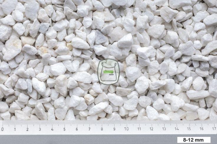 Carrara split is een witte marmersplit afkomstig uit Italië. Deze siersplit van marmer wordt gewonnen in groeves en daaraan dankt het zijn hoekige vormen. http://www.siergrindwinkel.nl/siersplit/carrara-split-p-372.html
