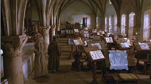 """""""IL NOME DELLA ROSA"""" di Jean Jacques Annaud. La biblioteca è il fulcro di questo thriller-storico che Umberto Eco aveva pensato ispirandosi all'abbazia piemontese Sacra di San Michele e che invece è stato girato tra Germania, Abruzzo e Puglia."""