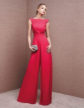 Maid of honour dress, with sweetheart neckline.