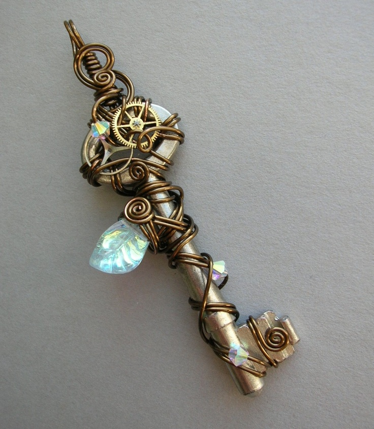Ring In The Steampunk Decor To Pimp Up Your Home: Steampunk Wire Wrapped Key Pendant With Large Crystal Leaf