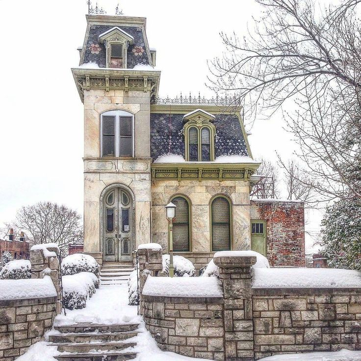 """""Why Not? "" Wednesday  So in love with this house that I wanna marry it  Every little thing about this house in Soulard is romantic and lovely.  Thanks…"""