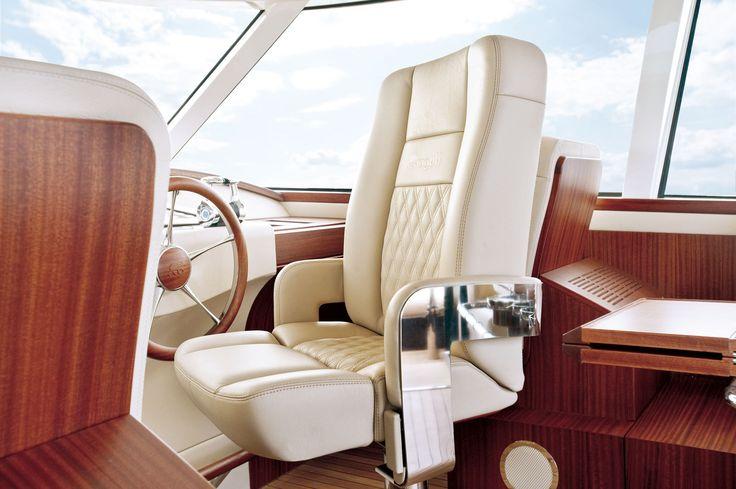 Aguti 20M Motoryacht. Captains Chair.