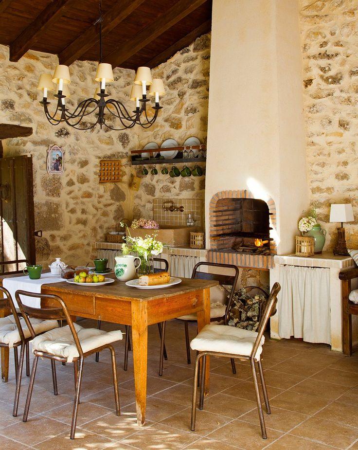 Comedor en casa de campo.