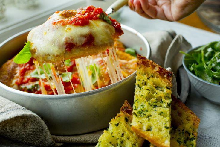 Sprø kylling med parmesan og tomatsaus