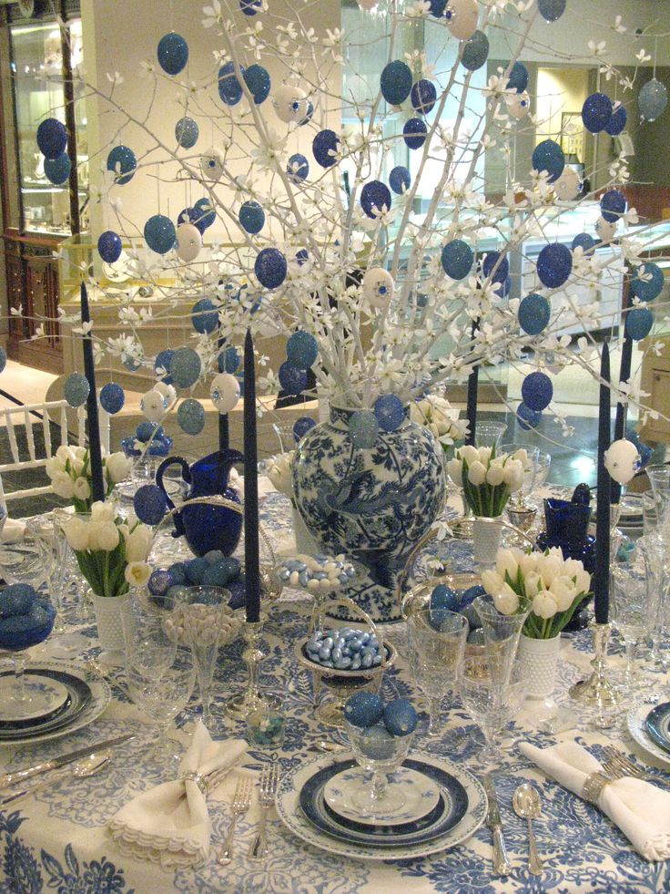 Easter table setting: Easter Centerpieces, Tables Sets, Tables Scapes, Holidays Tables, Easter Tables, Holidays Ideas, Easter Eggs, Tables Decor, Blue And White