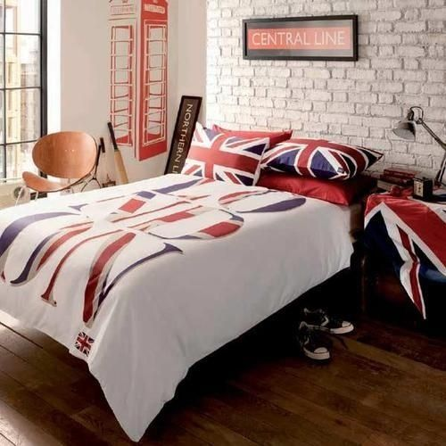 British bedroom! This is what I need for next year's dorm.