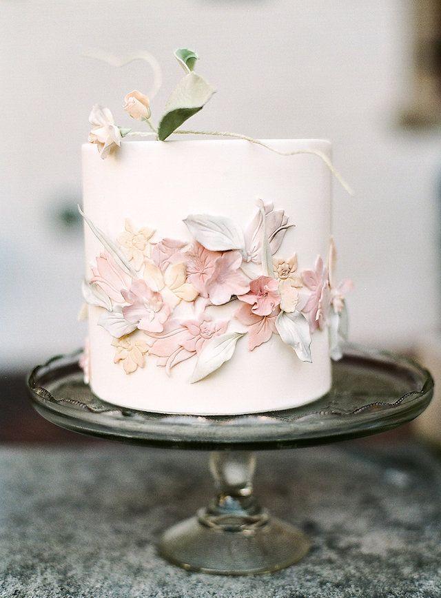 Ein Klassiker Und Elegant Dieser Schone Kuchen Wird Jede Hochzeit