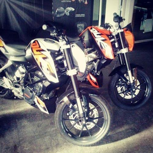 Bianca o arancio?? Scopri come vincere queste fantastiche #KTM #Duke125 su www.d4s.it #concorso #duke4scorpion #scorpionbay
