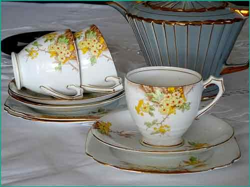 Hawthorn Standard English Bone China cup sets for hire from www.highteahre.co.nz
