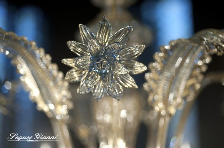 Murano Glass - Pinched flower and a very particolar leaf, details of a classical Murano chandelier  #yourmurano #murano #chandeliers #seguso #lighting #segusogianni #muranoglass #flower #leaf