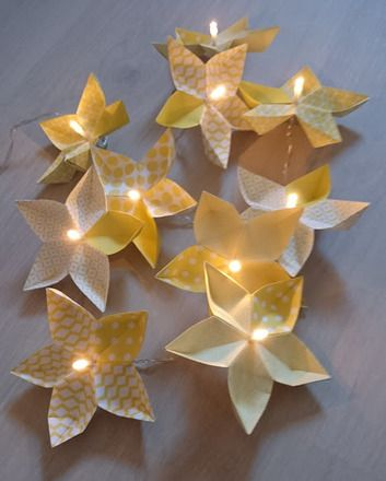 Guirlande lumineuse origami fleurs  : Luminaires par petites-mains-et-petits-grains
