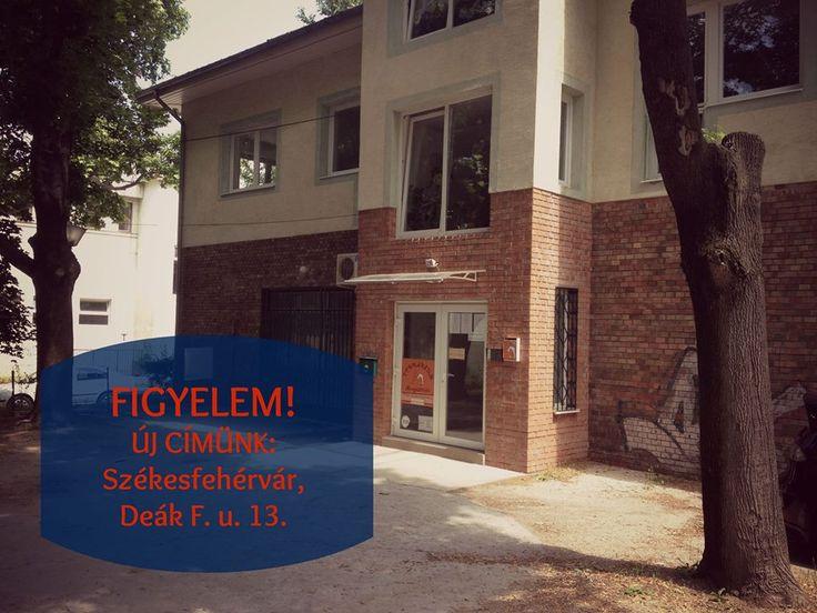 Bejárat a Hello English nyelviskolához. A teljes első emeleten van a nyelviskola.