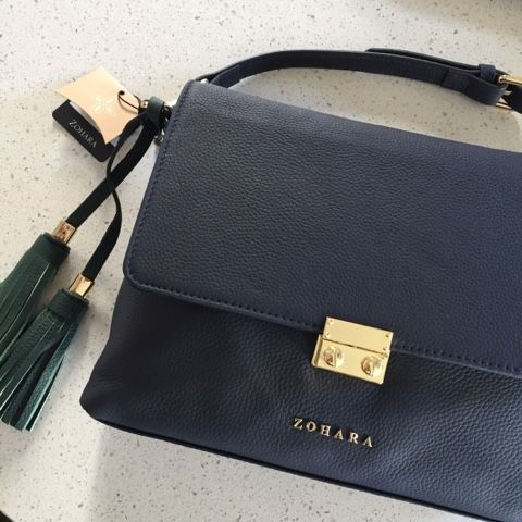 Zohara AW17 Collection | Navy Cross Body Perfection   There are several items that have consistently eluded me in my 'key pieces' search over the years. Navy features in several of them with a navy cross body up there on the top of the list. Well can I say 'bravo' to Zohara for allowing me to cross that one right off with this beauty from the AW17 collection.  Zohara Notting Hill Cross Body Bag - Navy  I've featured Zohara on the blog before when they launched their SS17 range at a blogger…
