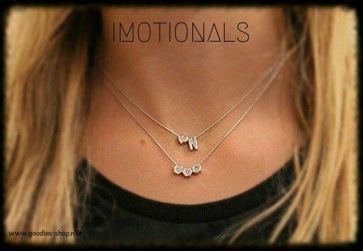 Draag de initialen van wie je lief hebt rond je hals, dicht bij je hart ♡ http://www.goodies-shop.nl/c-3089942/imotionals/