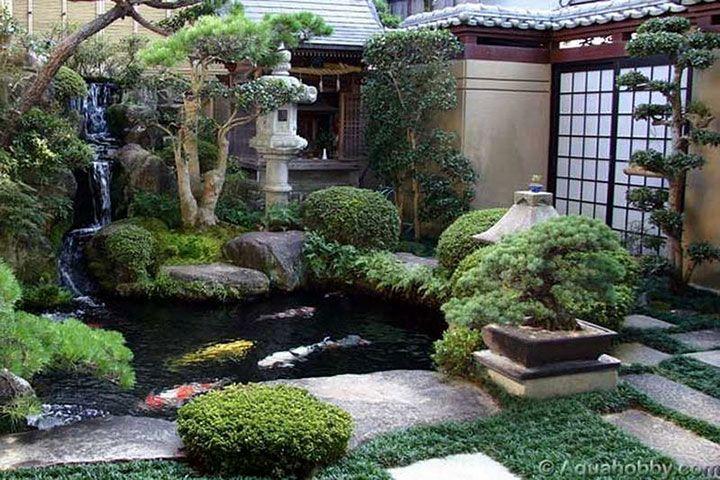 Pequeno jardim japonês tradicional