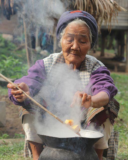Laos: Lanten woman