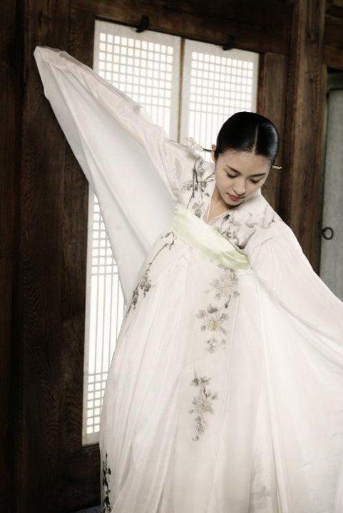 "Hwang Jinyi - ""White Swan"" Hanbok"