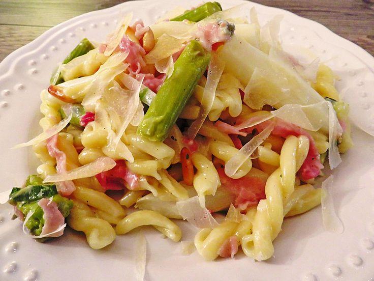 Illes Pasta mit Spargel und Parmesan