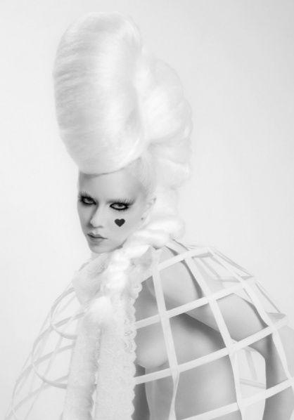 black-white-madness:    madness:  by Brenda De Vries
