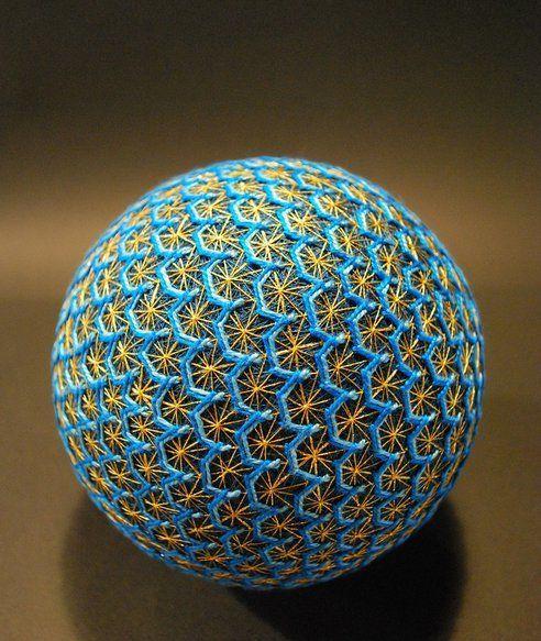 esferas-bordadas-de-una-abuela-japonesa-que-muestra-el-patron-de-lenguaje-de-la-naturaleza-6