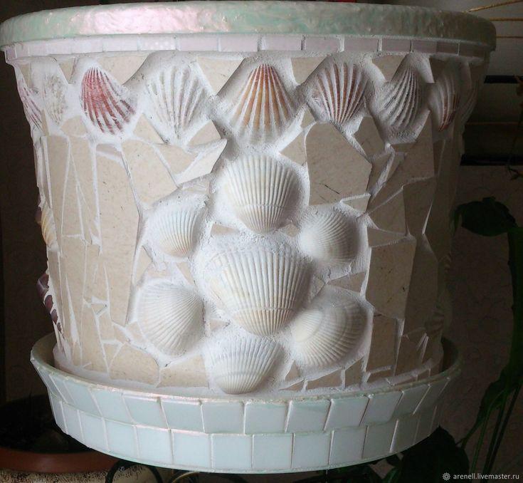 Кашпо для цветов, сделанное из керамики, стеклянной мозаики и стеклянных кабошонов, в мозаичной технике. С удовольствием сделаю аналог на заказ, точное повторение невозможно. Материалы: керамика, мозаика, кабошоны стеклянные. Размер:23(высота)*27(диаметр)см.