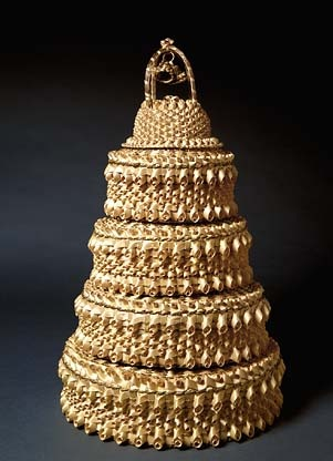 Wedding Cake Basket by Mary Adams: Made of sweetgrass and ash splint. #Basket #Mary_Adams #Smithsonian