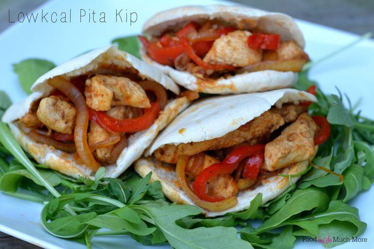 Een lekkere lowckal lunch met deze pita kip. Recept van foodensomuchmore.nl