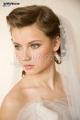 Acconciatura sposa in stile vintage. Clicca e guarda qui tantissime acconciature sposa http://www.lemienozze.it/gallerie/foto-trucco-sposa/img21219.html