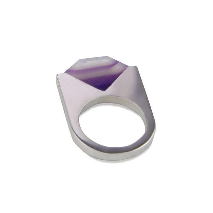 Silver ring with agate. (Ringler Jewellery)