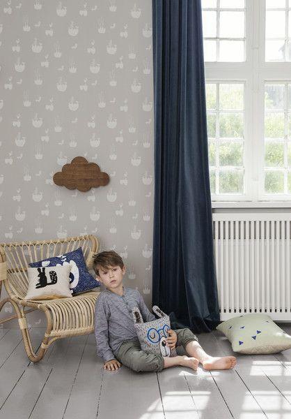 Das graue Kissen Hase des dänischen Designlabels Ferm Living ist eine schnelle Möglichkeit zu Komfort, Spaß und guter Laune. Das Tiermotiv schafft ein fröhliches und kindgerechtes Umfeld. Ferm Living Kissen Hase