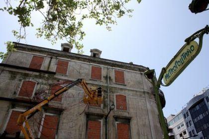 Cronos es el nombre de un colectivo artístico en Lisboa, Portugal, cuya misión es convertir las fachadas de los edificios abandonados en preciosos y coloridos murales. Sin duda alguna, acciones artísticas de este tipo ayudan a embellecer el panorama...
