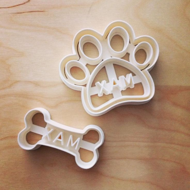 Potešte ❤️ svojho psieho miláčika 🐶 domácimi mňamkami od vás.  Personalized dog bone and paw cookie citter with your own dogs name 🐶❤️. #3d #3dprint #dogs #dogstagram #ilovedog #chlpac #cookiecutter #treats #mnamky. #homemade #vyrobenoslaskou #vyrobenenaslovensku #domace #layerica