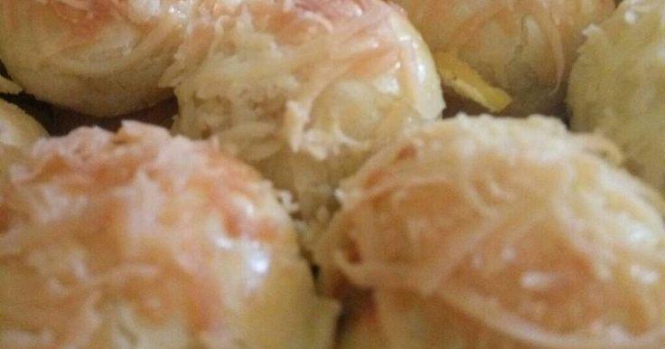 "Resep Kue Nastar Keju with kismis ""Cheezy"" favorit. Aku Suka banget Nastar dng rasa Keju yg NGEJU banget,makanya Aku Coba menambahkan cream cheese DLM adonan,ternyata hasilnya Uenaaaak....Harum poool nampol ...."