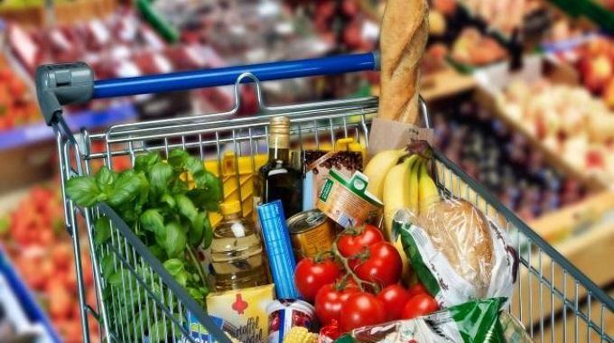 Vous cherchez à faire des économies sur vos courses ? Un budget hebdomadaire peut vous aider à ne pas dépenser plus qu'il ne faut.  Découvrez l'astuce ici : http://www.comment-economiser.fr/faire-des-economies-les-courses-avec-budget-hebdo.html?utm_content=bufferbe837&utm_medium=social&utm_source=pinterest.com&utm_campaign=buffer