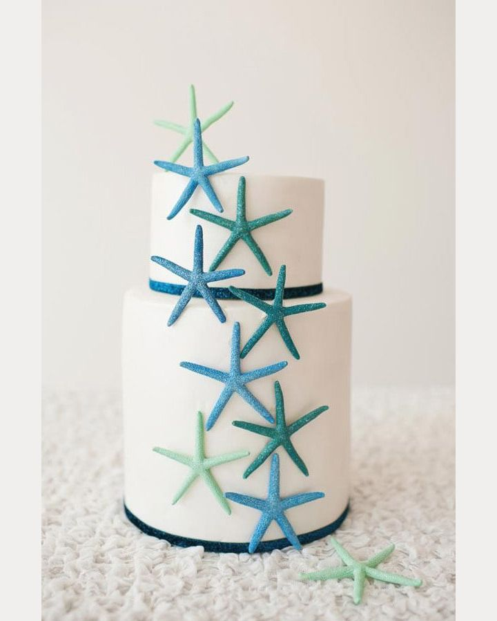 love the scattered starfish on this beach wedding cake! ~  we ❤ this! moncheribridals.com