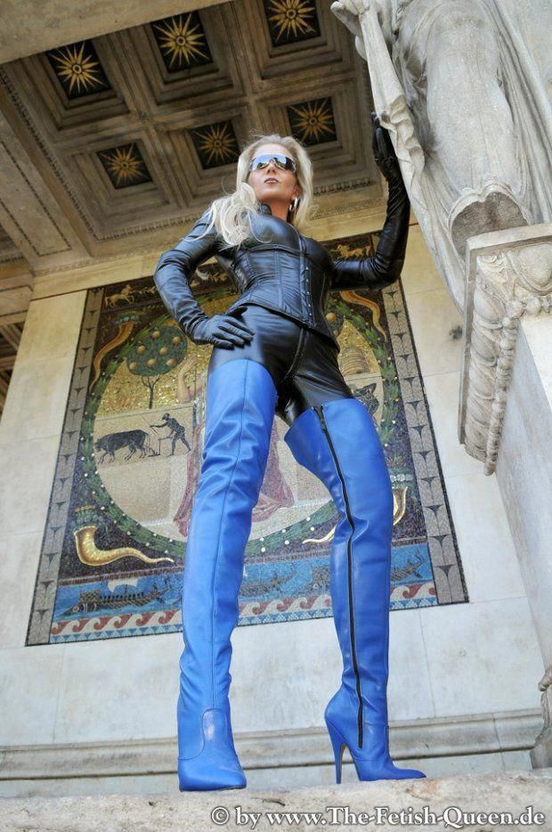 Heike clad in leather and blue thigh boots #hothighheels