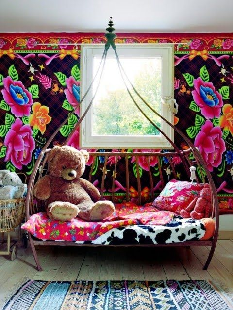colorful kids' room >> this is totally awesome! LOVE the wallpaper, it is crazy, but wonderful!