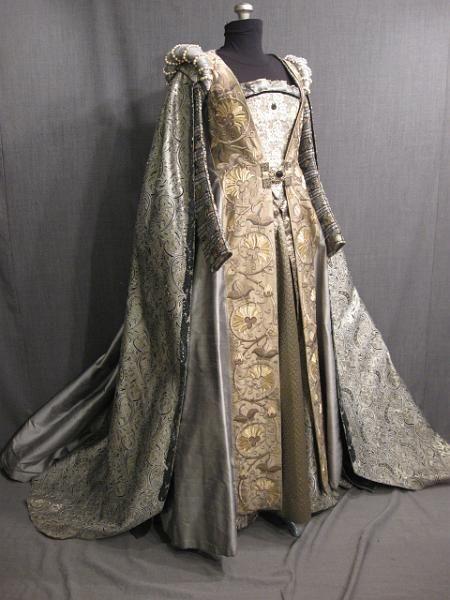 09011033 09026814 09034204 09001999 Gown Robe Tudor silver gold brocade B33 W25.5.JPG