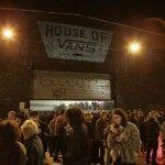 HOUSE OF VANS es reconocido por ser un lugar en Brooklyn, Nueva York, donde, desde 2010, VANS lleva a cabo fiestas, conciertos y eventos especiales en los que involucra la esencia de su propuesta con la vivacidad de sus seguidores. La HOUSE OF VANS se ha convertido en un sitio emblemático y multidisciplinario con un …