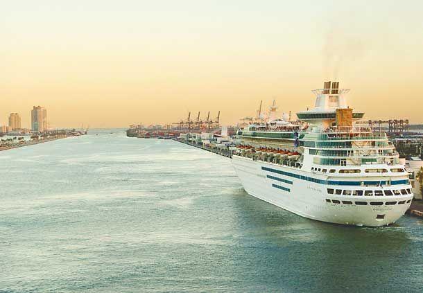 Los cruceros son un clásico de esta ciudad de Florida. Elije un hotel en Miami y disfruta de un paseo por el mar  #cruceros #viajes #vacaciones #costacruceros