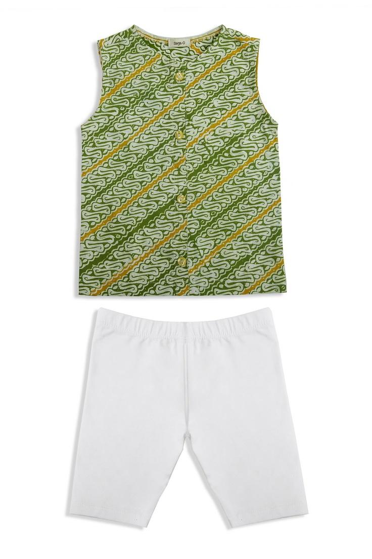 TOPS: Hem Batik Hejo (material: batik garut / color: green) BOTTOM: Short pants (material: spandex / color: white)